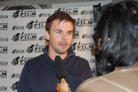 """""""Casual"""" actor Tommy Dewey speaks with Shuffle Online's TV & Film editor Kimberley Carmona at the red carpet premiere on Thursday, Oct. 29 at the State Theater. / Photo by ChinLin Pan"""