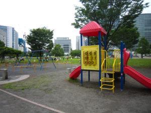 左側には、2019年7月に移転の「横浜アンパンマンこどもミュージアム」があります。