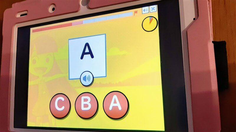 ABCの形と音から学べるので始めてでも安心!