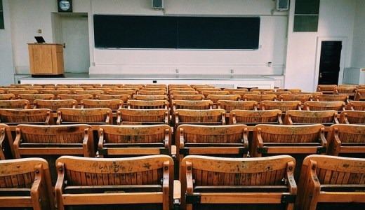 大学の授業を休む時の理由は何が良い?スロットに行くために講義をサボる意識低い系大学生が答えます。