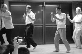 習錬館のおじさん恋ダンス