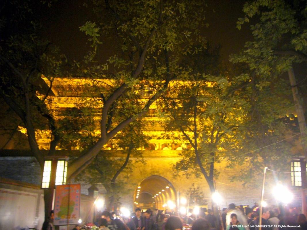 西安鼓楼を北門院街から見る夜景