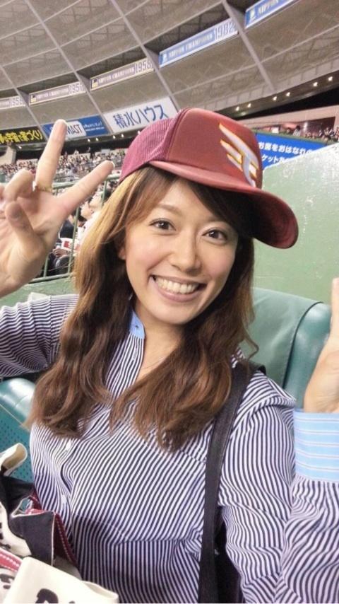 里田まいのキャップ画像