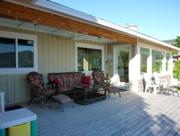 Sandy Beachfront Cottage deck