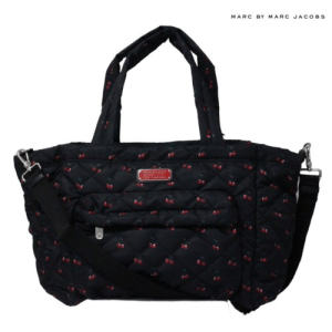 8e2df2cf549f 毎シーズン新しいデザインが展開されるのが、マークbyマークジェイコブスのマザーズバッグのすごいところで、バッグの付属品として、バッグを購入するとゲットできる  ...