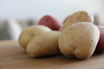 עדיפות לתפוחי אדמה עם קצת ותק וקצת פחות עמילן ונוזלים