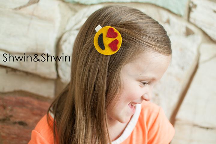 DIY Emoticon Hair Clips    Shwin&Shwin