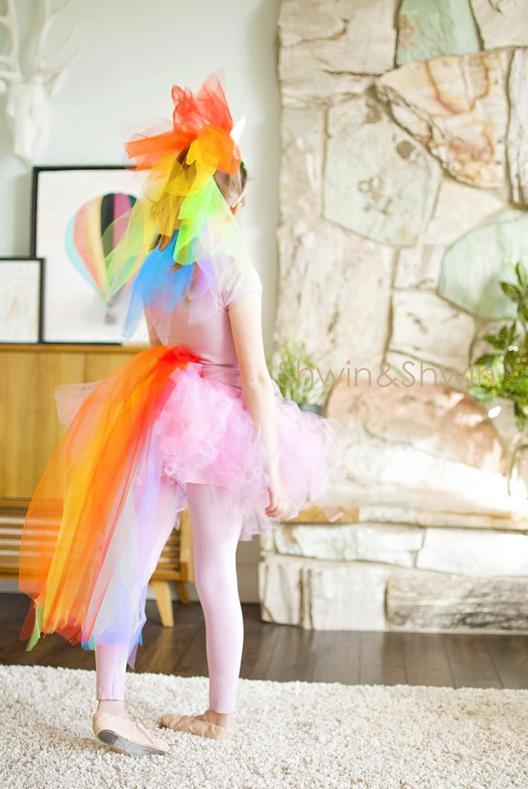 Diy rainbow unicorn costume shwin and shwin diy rainbow unicorn costume unicorn costume halloween solutioingenieria Choice Image