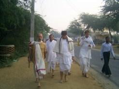 Girirajji Parikrama with Babashri