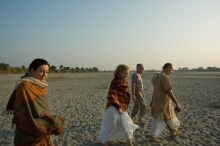 Walking the sands of Yamuna at Yogipur, near Gokul, with Tulsi, Susan and Frank Ryan (December 23, 2006)