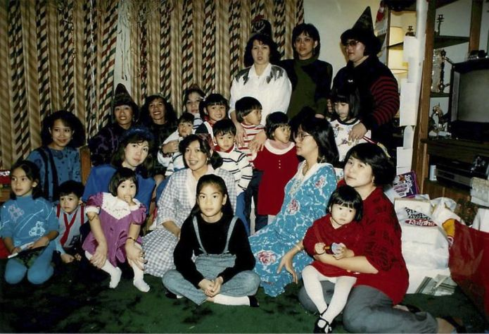 On New Year's Eve in 1987, all the women except Peachy Hain celebrated at Teresa Santos's home with their children, relatives and friends.