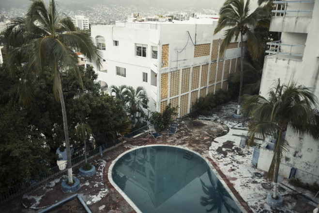 As the drug war escalated, the tourist-dependent economy of Acapulco quickly declined and many large construction projects were left unfinished or abandoned.  Latin America Is the Murder Capital of the World B3 BU529 0917la H 20180917231928