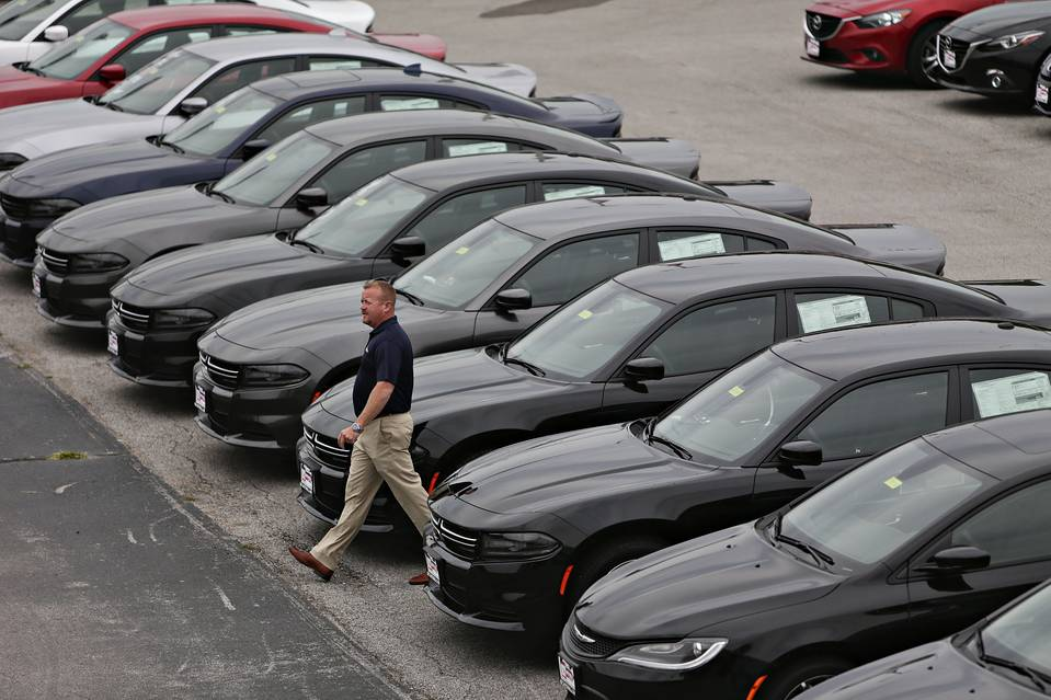 Surging sales at Fiat Chrysler and other U.S. auto makers have union workers fuming that the industry's good fortunes aren't reflected in industry wage talks.