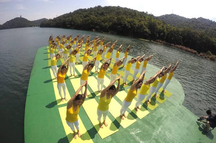 Yoga enthusiasts practiced yoga on the Shiyan Lake in Changsha, Hunan province of China, Tuesday.