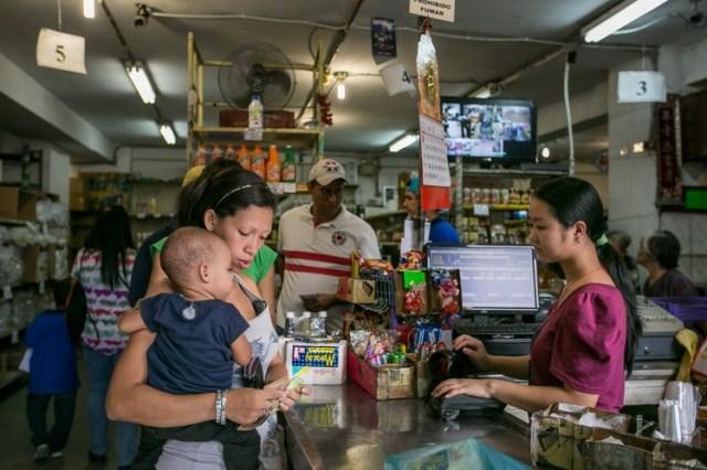 La familia Wu, de China, ha operado la bodega Centro Bello en Caracas por más de 10 años.