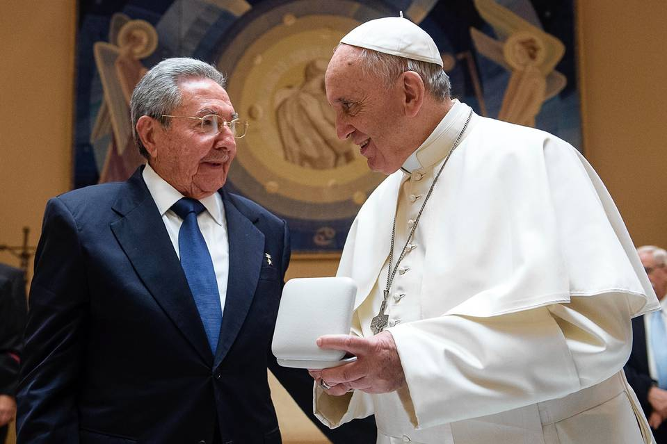 Raúl Castro and Pope Francis at the Vatican, May 10.