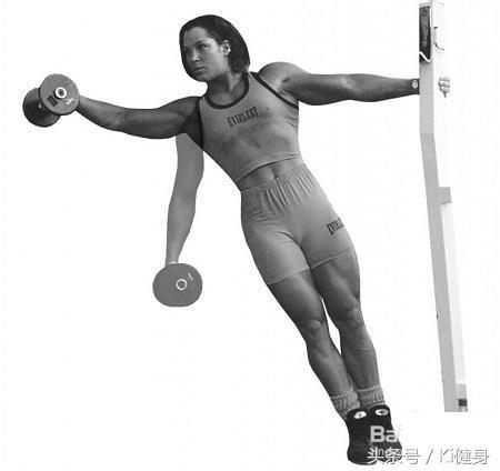 三角肌中束訓練動作啞鈴側平舉 - 每日頭條