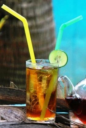1 Glas Coconut Black Thai-Teemischung, zubereitet als Eistee