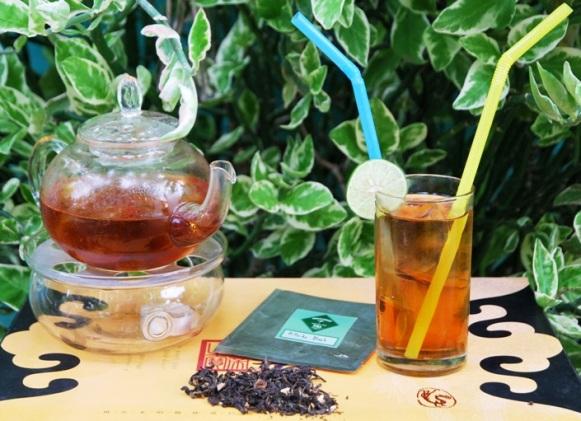 Aromatische Teemischung aus schwarzem thailändischen Tee und natürlichen Aromaspendern