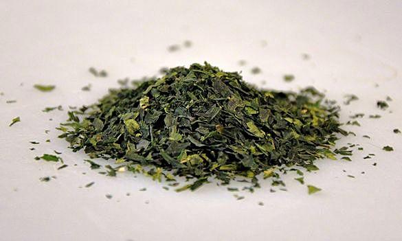 Tencha-Tee: Teeblätter ohne Blattstengel und -Rippen