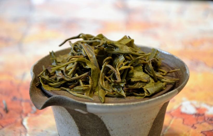 nasse Teeblätter