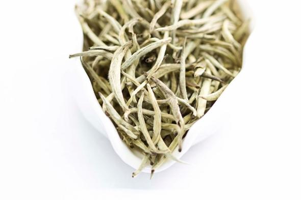 Doke Silver Needle Weisser Tee