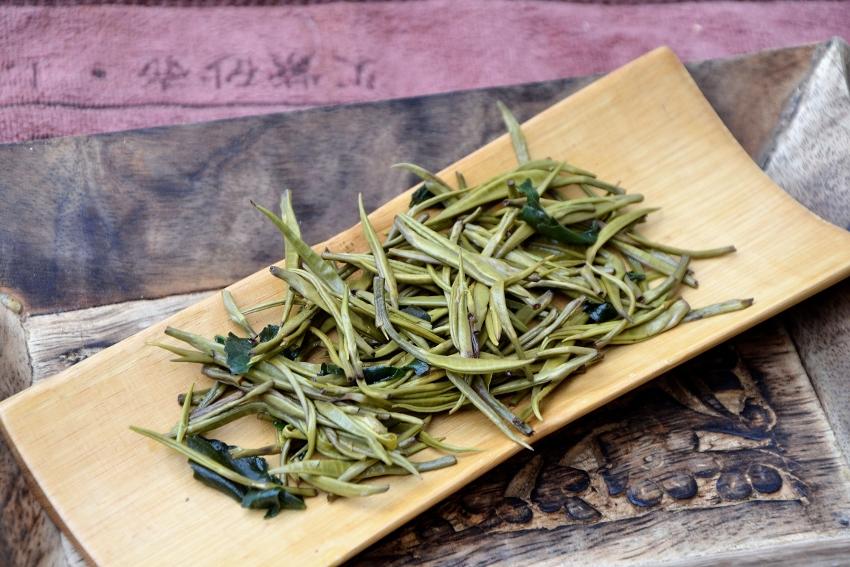 """""""Silver Needle""""-Tee aus Laos, beduftet mit """"Sticky Rice""""-Kraut"""