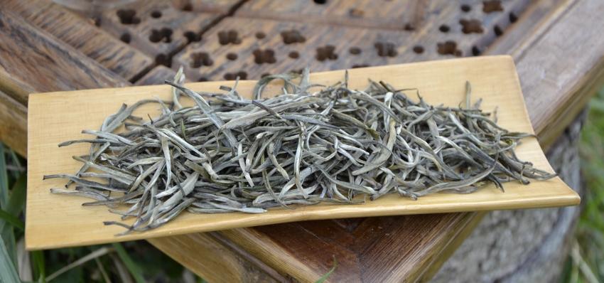 Bolaven Silver Cloud Weißer Tee - trockenes Blattmaterial - reine weiße Knospen