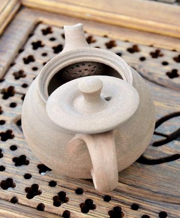 SiamTee Signature Yixing Teekanne - handgearbeit aus hellem, gelbem Ton, 200-250ml : kunstvoll eingearbeitetes Kugelsieb