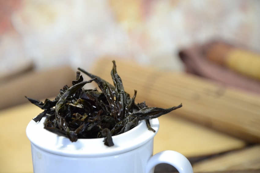 Da Hong Pao Oolong Tea from the first generation cutoffs of the motherbushes, by Cindy Chen, Zhengyan, Wuyishan