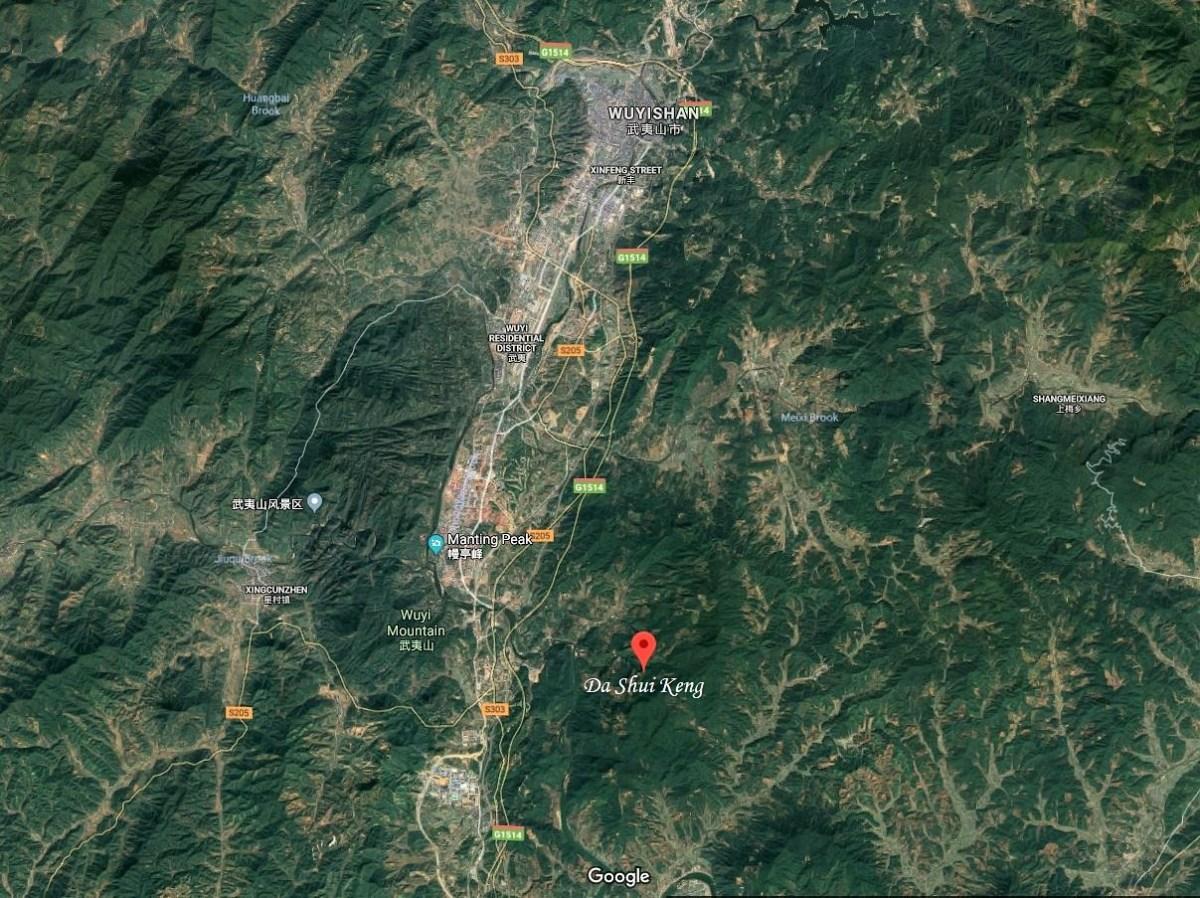"Da Shui Keng village in Wuyishan's ""Banyan"" area - Tie Luo Han tea garden of the Chen family"
