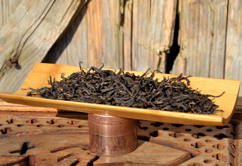 Jun Chiyabari Himalayan Black - black tea from close-to-nature cultivation in Nepal : dry teea leaves after infusion