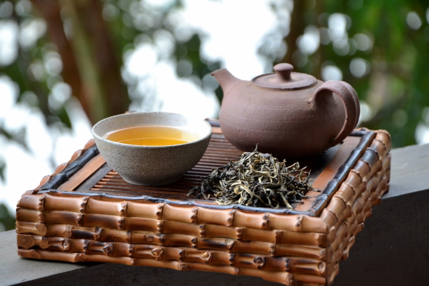 Naturnah angebauter Artisan-Schwarztee aus der Frühlingspflückung 2019 des Latumoni-Teegartens in Assam