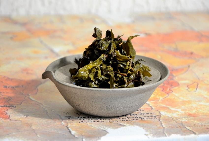 Bai Ya Qilan Oolong Tea - lightly oxidized, multiple-roast oolong tea from Daqinshan mountain, southern Fujian's highest peak
