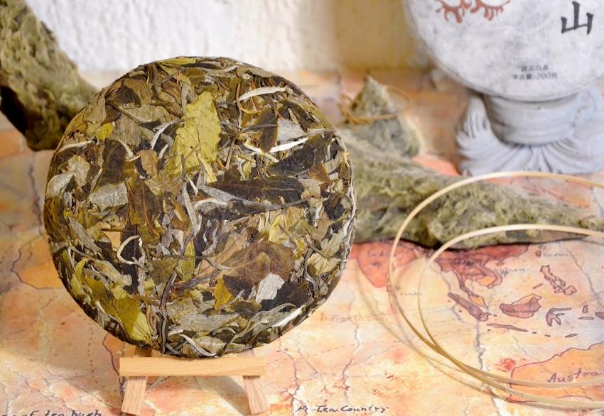 unwrapped tea cake (Ming Feng Shan Gushu Bai Lu White Pu Erh Tea) - front side