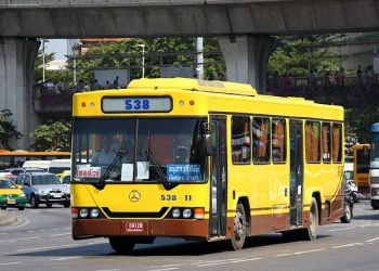 Un bus dans les rues de la capitale thaïlandaise Bangkok