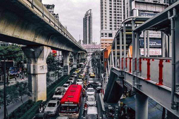 À Bangkok, la police veut punir plus sévèrement les propriétaires de véhicules trop bruyants