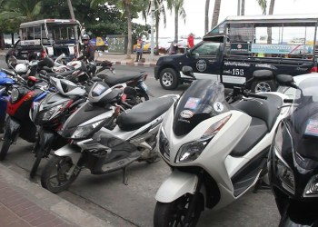 Pattaya : la police veut sévir contre les touristes sans permis et les agences de location de scooter