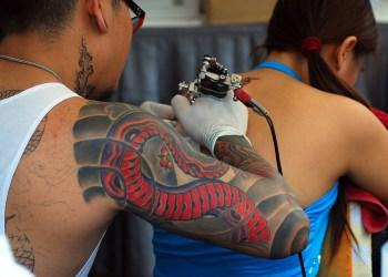 Bangkok : les autorités ciblent les salons de tatouage illégaux