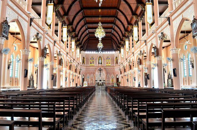 Découvrez les 10 plus belles églises de Thaïlande. Ci-dessus : l'intérieur de la Cathédrale de l'Immaculée-Conception de Chanthaburi