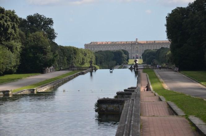 Une météo agitée a touché le sud de l'Italie mardi, avec des vents violents et des pluies diluviennes ayant endommagé le palais royal des Bourbon