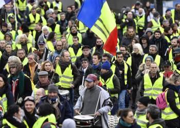 Gilets jaunes : nombre de manifestants en baisse et nouvelles violences
