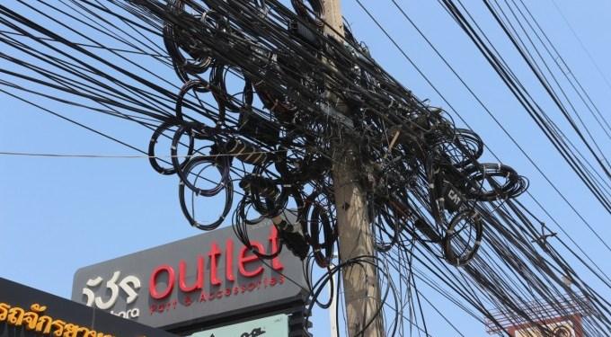 Bangkok : la municipalité veut mettre fin au cauchemar des câbles aériens