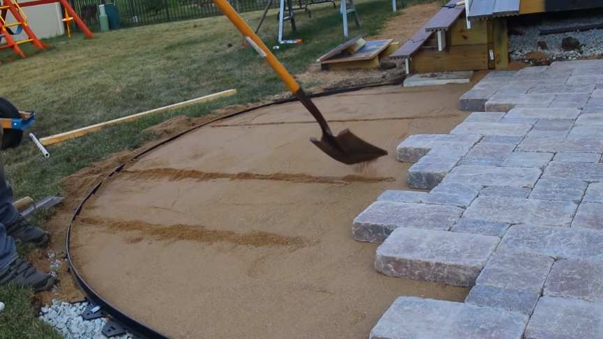 build paver patio with curves and