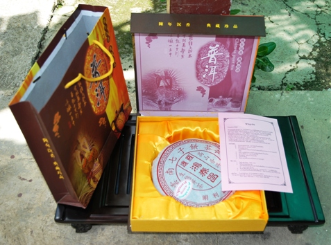 Ripened/cooked Pu Erh tea from north Thailand: noble packaging