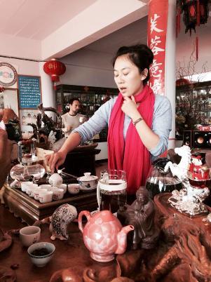 Shana Zhang performs chinese tea preparation / tea ceremony