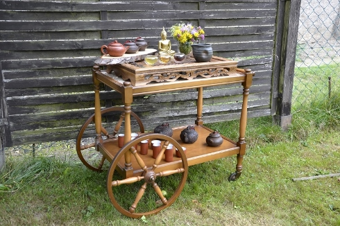 My lovely tea carriage... bought on a flea market at EUR 30.00