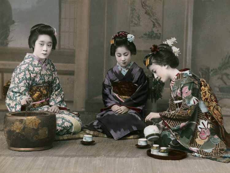 Japanese Tea Culture - Japanese geishas drinking tea