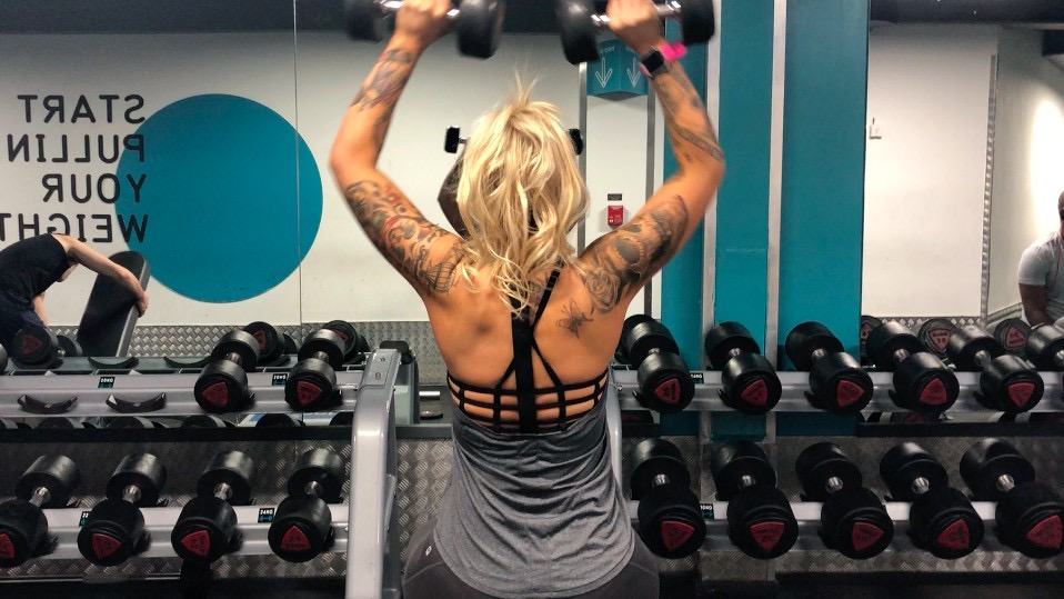 sian lifts weights - reasons to lift weights