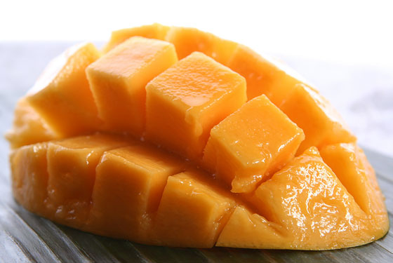ripe mango cut